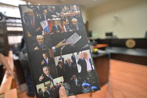 """Este es el libro que Pérez Molina imprimió para difundir """"su verdad"""". (Foto archivo Soy502)"""