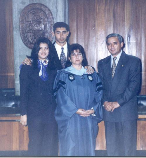 Otto Pérez Molina, con su esposa Rosa Leal, y sus hijos Otto y Lissette. (Foto: Archivo Nuestro Diario)
