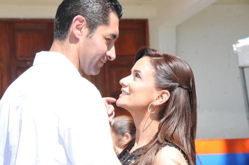 Otto Pérez Leal con Stella Alonzo, en un evento en Mixco, donde el hijo del ex presidente fue alcalde. (Foto: Facebook Otto Pérez Leal)
