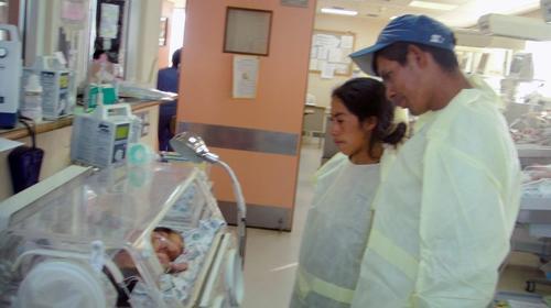 Los papás de las altaverapacenses siguen su evolución en el Hospital Roosevelt.