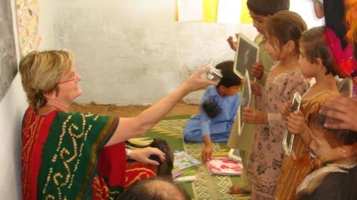 Imagen de la exbecaria que cofundó una entidad para luchar contra la pobreza en Pakistán. (Foto: Susan Davies)
