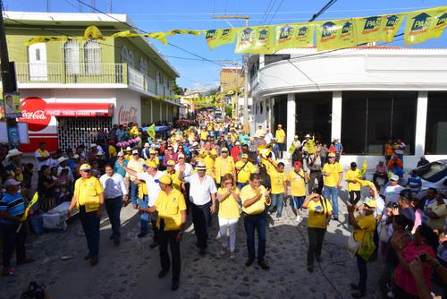 La calle de la sede del PAN fue el final del recorrido. Allí se encontraba la tarima.  (Foto: Jesús Alfonso/Soy502)