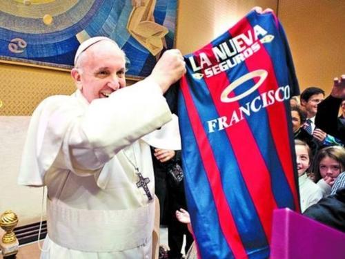 El papa Francisco es un confeso seguidor y socio del club de fútbol argentino San Lorenzo de Almagro. (Foto: cordobatimes.com)