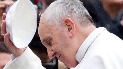 En octubre el papa Francisco tuvo un gesto similar con inmigrantes italianos. (Foto: EFE)