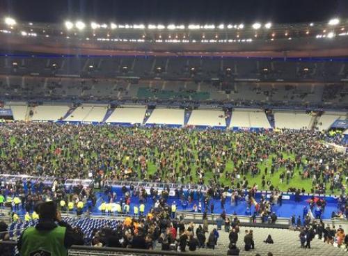 El Estadio de Francia fue evacuado debido a explosiones cerca del recinto, mientras se disputaba el partido de fútbol Francia-Alemania. (Foto: EFE)