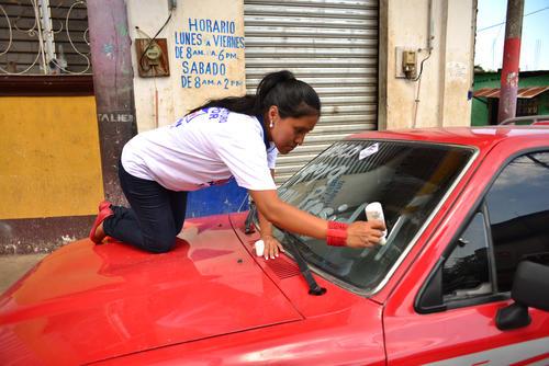 Vecinos de Taxisco prepararon sus carros para apoyar al candidato Jimmy Morales. (Foto: Jesús Alfonso/soy502)