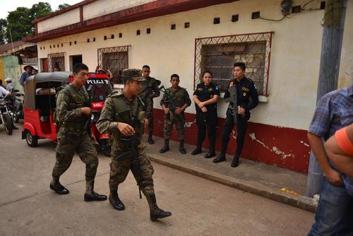 Las fuerzas de seguridad locales velaron porque todo transcurriera con normalidad en el mitin. (Foto: Jesús Alfonso/Soy502)