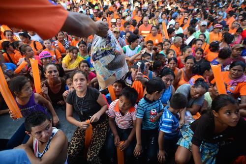 Entre los asistentes se rifaron bolsas de víveres, bicicletas y motos. (Foto: Wilder López/Soy502)