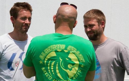 Tras un tiempo en el que se detuvo el rodaje, el estudio decidió que la película debía seguir adelante con el apoyo de los hermanos de Paul Walker, Caleb y Cody