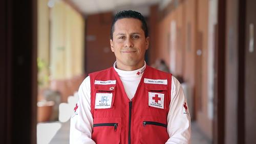 Pedro Ramírez, socorrista de la Cruz Roja Guatemalteca, contó que ayudar a los otros es su forma de vida. (Foto: George Rojas/Soy502)