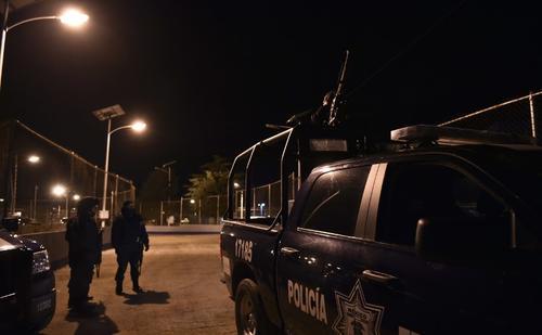 Las afueras del penal del Altiplano de donde se escapó el Chapo Guzmán la madrugada del domingo 12 de julio. (Foto: AFP)