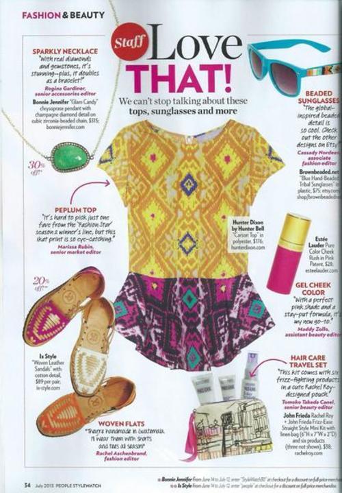 Publicación sobre las sandalias en la revista People.