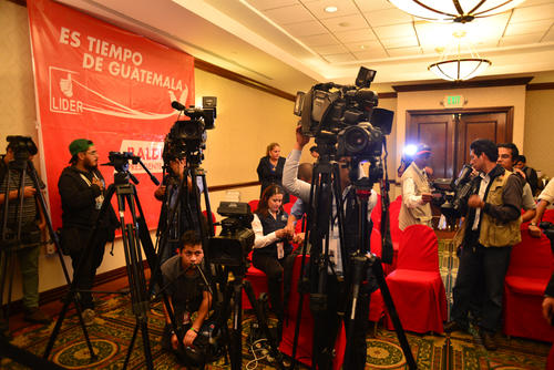Luego de más de dos horas de espera, los periodistas fueron notificados que la conferencia de prensa fue cancelada. (Foto: Jesús Alfonso/Soy502)