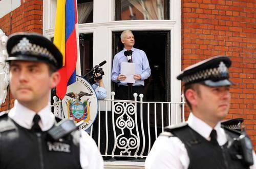 La policía británica podría estar buscando una alternativa menos costosa para vigilar a Assange. (Foto: Internet)