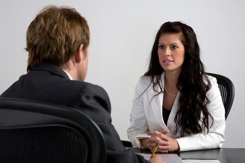 No dudes y no mientas cuando debas responder algunas preguntas de tu trabajo anterior. Sé directo y no le des vuelta a una respuesta.