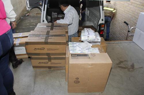 Parte de los medicamentos donados el pasado viernes 13 de noviembre al Hospital Roosevelt, por el presidente electo Jimmy Morales. (Foto: Jorge Senté/Soy502)