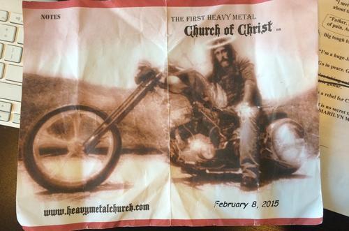 Con este volante, los creyentes de la Iglesia Metalera invitan a personas deseosas de una renovación espiritual. (Foto: Noisey/Vice)