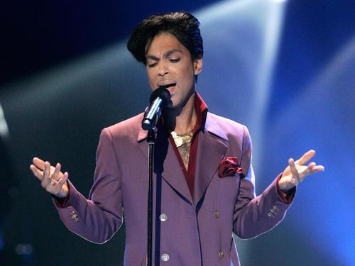 Según los análisis forenses, Prince falleció a causa de una sobredosis de fentanilo. (Foto: noticiassin.com)