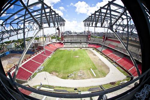 El estadio Arena da Baixada, ubicado en la ciudad de Curitiva, fue el que corrió el mayor riesgo de no ser tomado como sede mundialista, pues aún presenta grandes retrasos en su construcción, pero se llegó a un acuerdo con la FIFA. (Foto: gandaiabr.net)