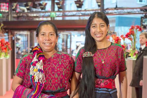 De izquierda a derecha, María Telón y María Mercedes Coroy, protagonistas de Ixcanul. (Foto: EFE)
