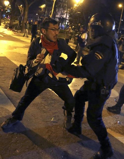 La manifestación acabo con enfrentamientos y se reportan al menos dos detenidos (Foto: EFE)