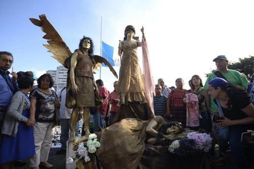 Esta protesta atrajo la atención de los ciudadanos que manifestaron por las niñas que murieron quemadas en el Hogar Virgen de la Asunción. (Foto: Wilder López/Soy502)