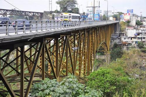 Las armaduras se encuentran pintadas de color amarillo debajo del puente. (Foto: Conred)