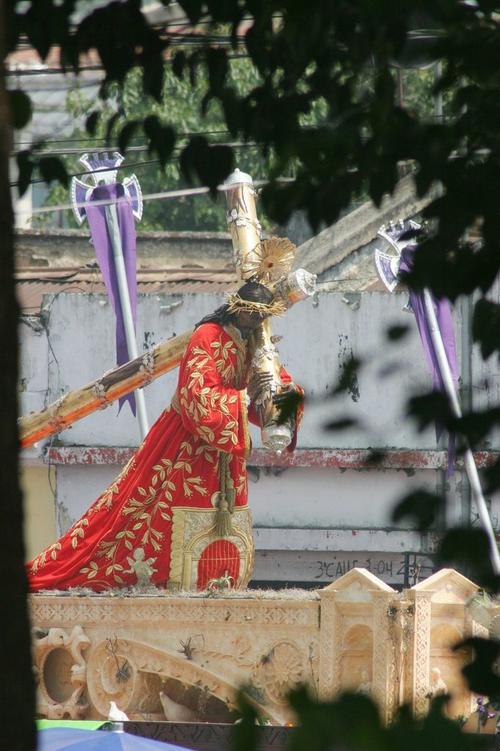 La imagen de Jesús de Candelaria recorre el Centro Histórico. (Foto: Raúl Illescas).