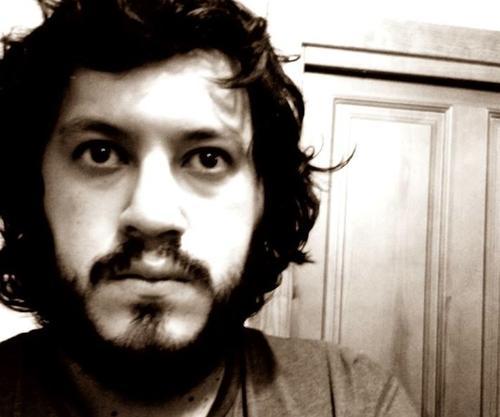 """El escritor guatemalteco Rafael Romero es parte del libro """"100 latinos 2013"""" gracias al blog """"Te Prometo Anarquía"""" (foto: facebook/Rafael Romero)"""