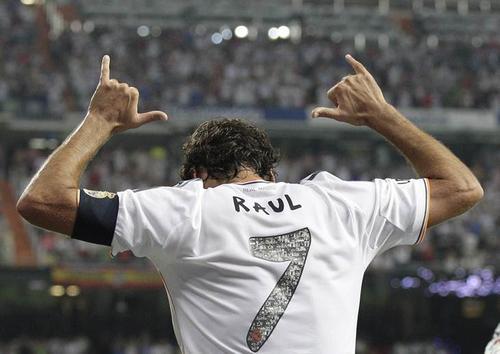 Raúl ha disputado 366 partidos divididos entre el Real Madrid, Schalke 04, Al Sadd y el Cosmos. (Foto: EFE)