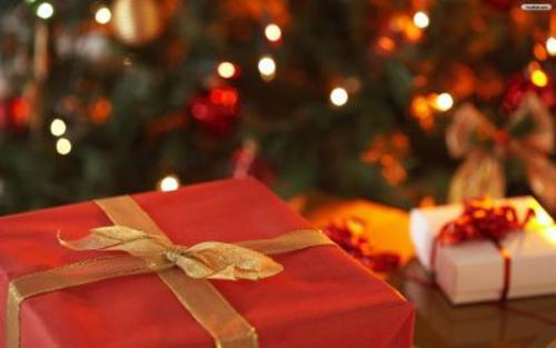 Las familias y amigos realizan intercambio de regalo para esta temporada.  (Foto:  todofondosdenavidad.com)