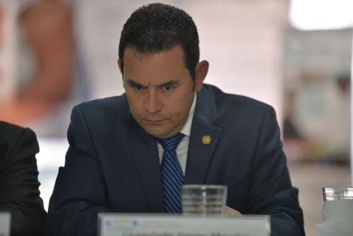El presidente Jimmy Morales deberá dar su visto bueno previo a que se contrate a alguno de los bufetes para asesorar la demanda. (Foto: Archivo/Soy502)