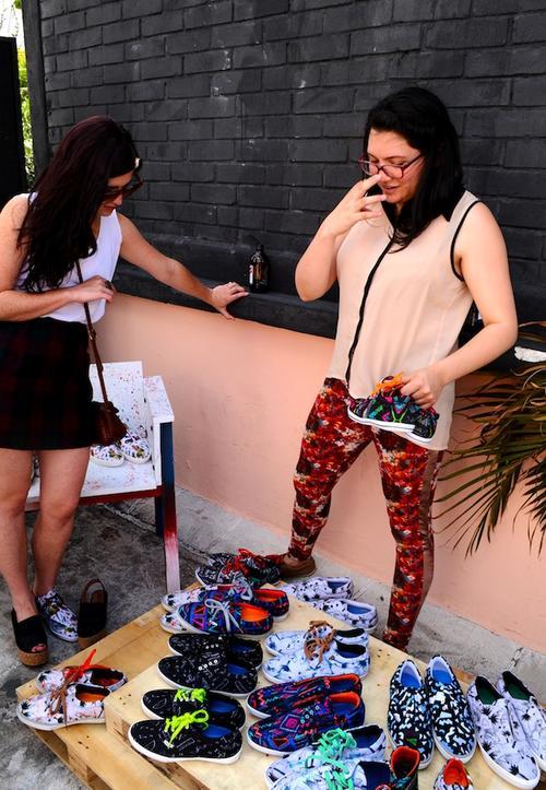 Los amantes de la moda se llevaron los primeros ejemplares de esta colección el sábado pasado. (Foto: Estuadro Lara Fotografía)