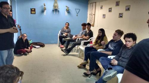 Actores se reúnen a ensayar. (Foto: Rent Guatemala)