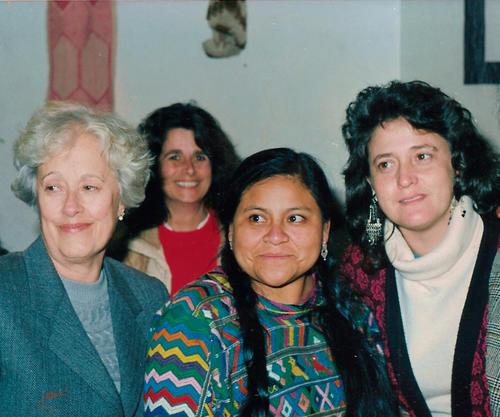 Rigoberta Menchú en su viaje previo a Argentina en la promoción de su candidatura. (Foto: Wikipedia)