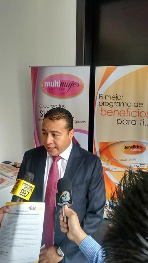 Ronald García, el gerente general de Bantrab. (Foto: Facebook Bantrab)