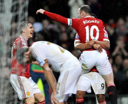 El festejo de Rooney era doble, pues no solo termina con una sequía que inició en octubre sino que se convirtió en el segundo máximo artillero de la liga de fútbol inglés. (Foto: EFE)