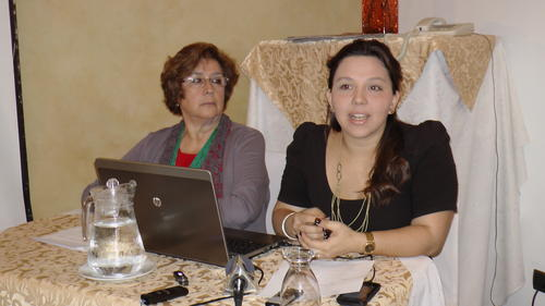 Gabriela Rodríguez y Sharon Granados dieron cifras alarmantes sobre la migración hacia Estados Unidos.  (Foto: Antonio Ordoñez/Soy502)