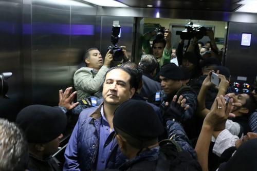 Así fue la llegada de Sammy Morales a la Torre de Tribunales. (Foto: Alejandro Balán/Soy502)
