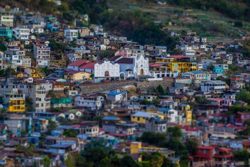 El paisaje de San Antonio Palopó está lleno de color; también puedes disfrutar del mágico lago de Atitlán. (Foto: Iván Castro)