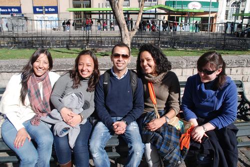Luís (en el centro), junto a sus compañeros de otras nacionalidades en Chile.