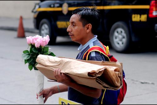 El CACIF considera que previo a hablar de nuevos impuestos, se debe buscar la forma en que los comerciantes informales tributen. (Foto: Archivo/Soy502)