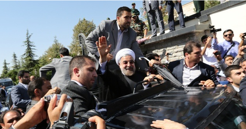 Manifestantes lanzaron huevos y zapatos contra el presidente iraní. (Foto: AFP)