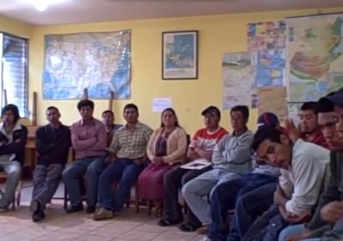 Los guatemaltecos deportados de Postville en una imagen luego de ser capturados en la redada de 2008.  (Foto: Archivo)