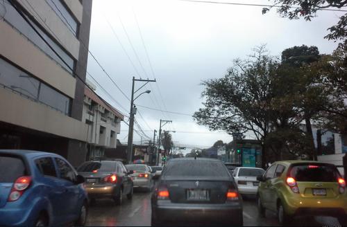 Intenso tráfico esta mañana reportó la PMT (Foto:Soy502)
