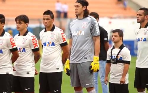 Caio entró al campo durante el encuentro contra el Atlético de Sorocaba y antes de mover el balón salió ovacionado por la afición.