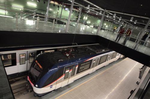 Este proyecto de metro ha tenido un costo de 2.011 millones de dólares. (Foto: EFE)