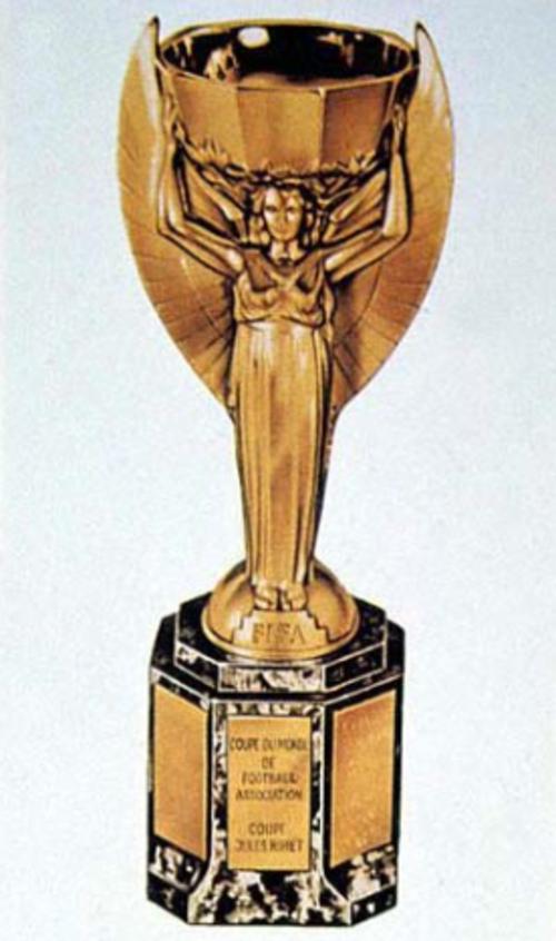 Primera copa mundialista, diseñada por el escultor Abel Lafleur.
