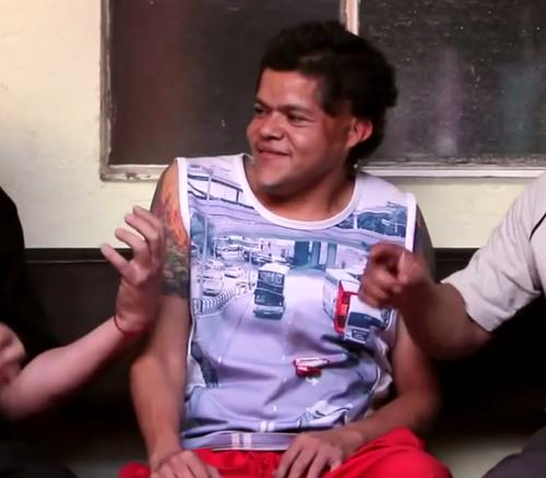 """Monterroso es uno de los protagonistas de la película """"Las Marimbas del Infierno"""" en la imagen en una de las escenas. (Foto: Video de Youtube)"""