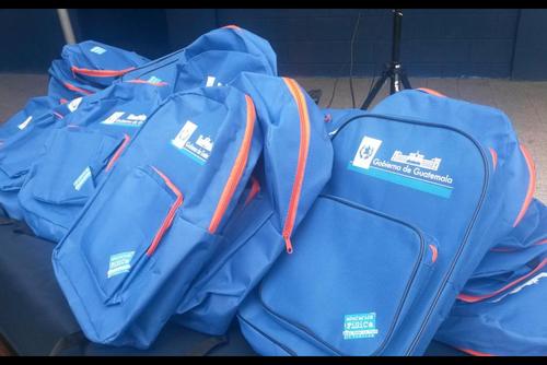 Las mochilas compradas por el Ministerio de Educación tenían un precio por unidad de 40 quetzales, cuando se determinó que estas podrían costar menos de 15 quetzales. (Foto: Archivo)
